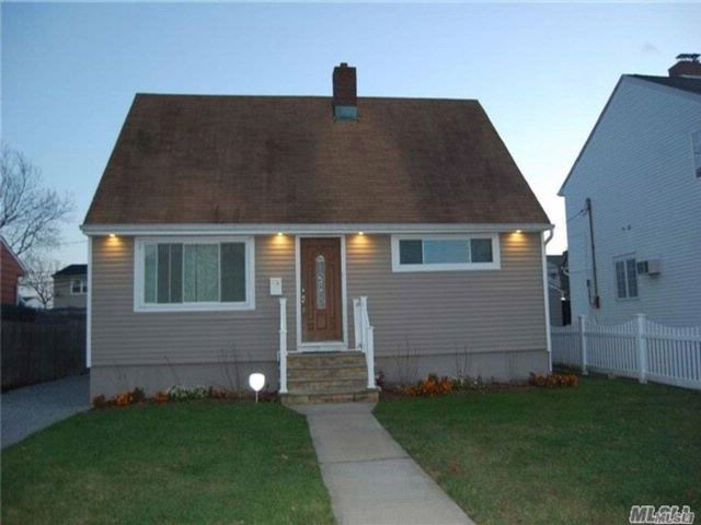 4 BR,  2.00 BTH  Exp cape style home in Freeport